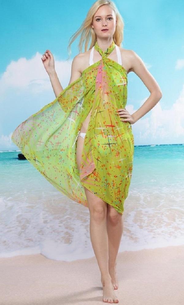 5 cách biến hóa với khăn choàng đi biển