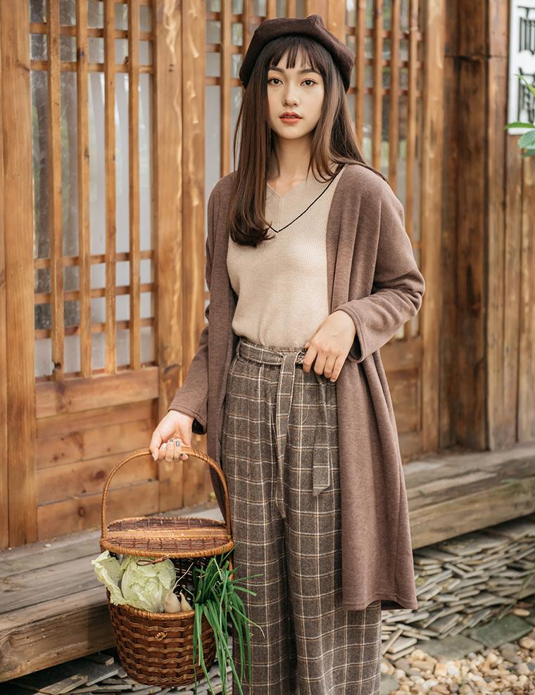 Áo khoác len nữ kết hợp cùng nỉ - biến tấu phong cách quyến rũ dịu dàng