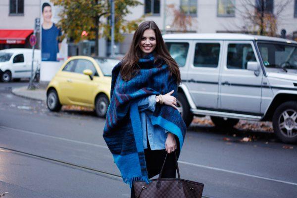 Cách quàng khăn dài qua vai sành điệu