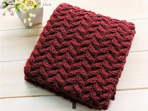 Móc khăn len theo kiểu mũi tên sẽ tạo nên họa tiết rất đẹp mắt.