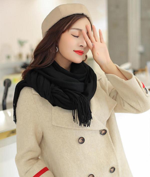 Cách chọn màu khăn len phù hợp cho phái nữ